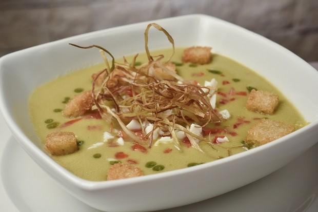 Receita de gaspacho: sopa fria com pimentões e alho poró é a boa para dias quentes
