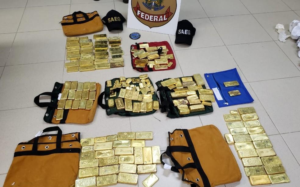 Os 111 kg de ouro apreendidos pelas polícias Federal e Militar em avião monomotor no aeroporto de Goiânia — Foto: Divulgação/Polícia Federal