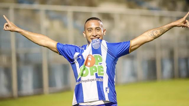 Lucas Peteca entrou e fez o gol da vitória