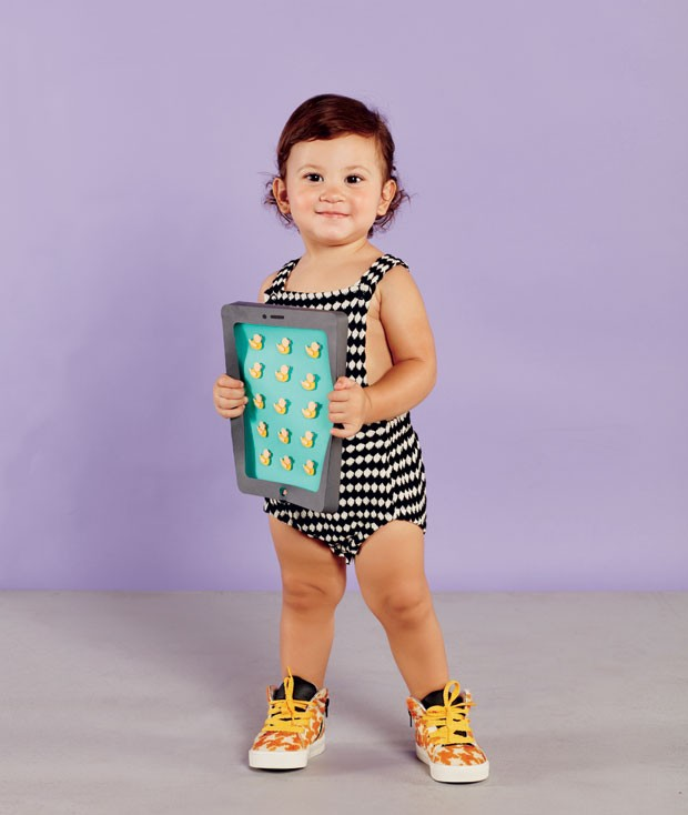 Sophie usa body da Trend4Tods e tênis da Matuschka Mia. (Foto: Raquel Espírito Santo/Editora Globo)