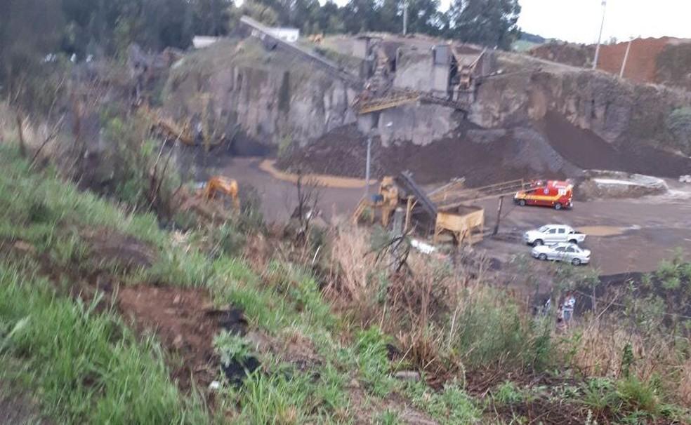 Casal morre aps carro cair em pedreira na BR282 em Xanxer