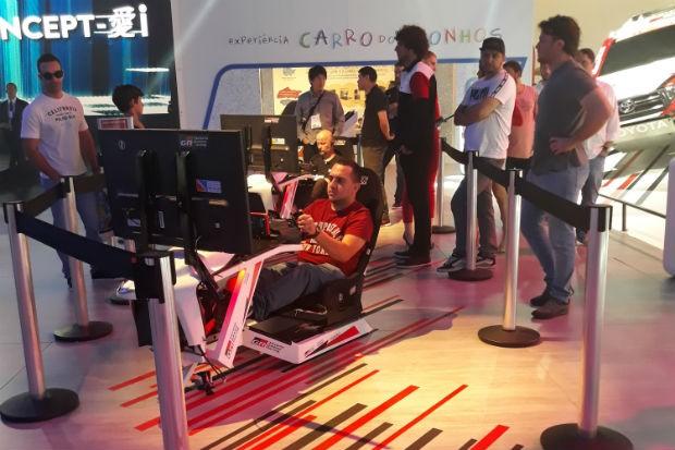 Simulador Toyota Gazoo Racing no Salão do Automóvel 2018 (Foto: Maria Clara Dias/ Autoesporte)