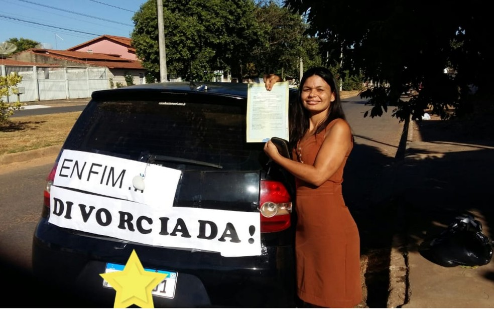 Daiana Francisca de Almeida Santos comemora divórcio — Foto: Daiana Almeida/Arquivo Pessoal