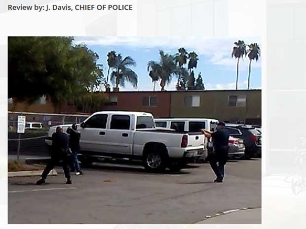 A polícia de El Cajon divulgou através de sua conta no Twitter uma fotografia do momento onde o afro-americano apontou com suas mãos para um dos agentes (Foto: Reprodução / El Cajon Police)