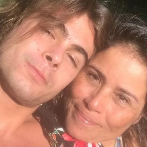 Valeria Alencar com o filho, Rafael Vitti (Foto: Reprodução)