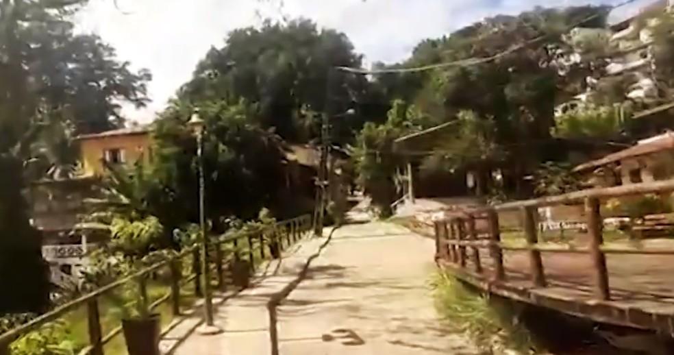 Morador saiu de casa para mostrar ruas vazias em Morro de São Paulo — Foto: Reprodução/TV Bahia