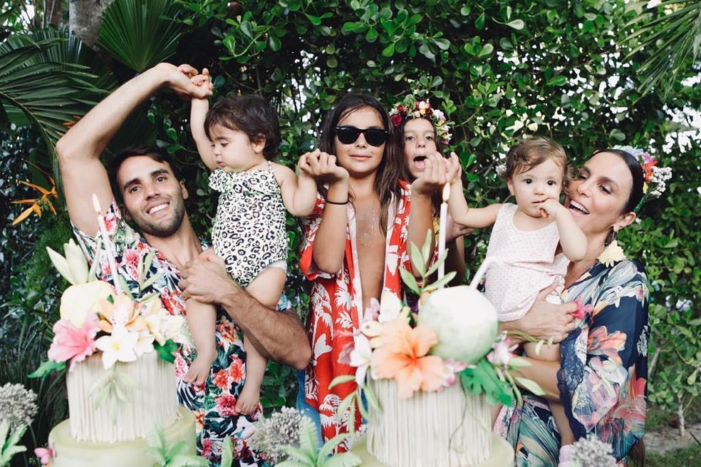 Ivete Sangalo com o marido, Daniel Cady, e o filho Marcelo no aniversário de 1 anos das gêmeas Marina e Helena  — Foto: Reprodução/Instagram