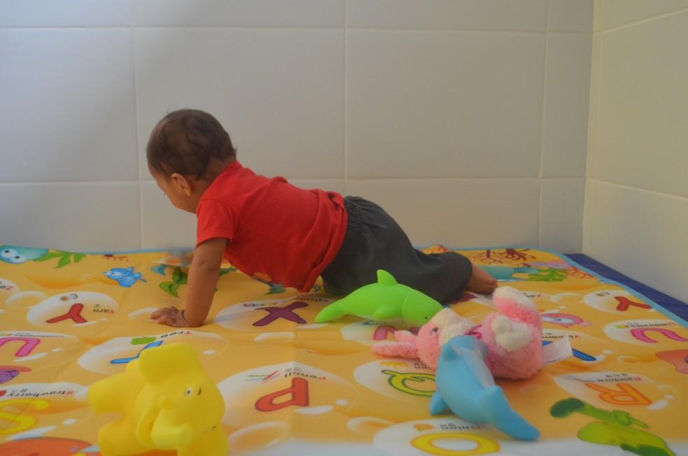 Criança brincando na creche Tia Chiquinha — Foto: John Pacheco/G1