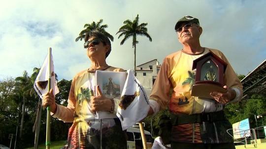 Casal de idosos começa caminhada de 730km de Vila Velha ao Santuário de Aparecida