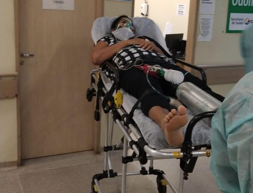 Maria dos Santos Borges, de 58 anos, dá entrada no Hospital Regional de Santa Maria, no DF — Foto: Arquivo pessoal