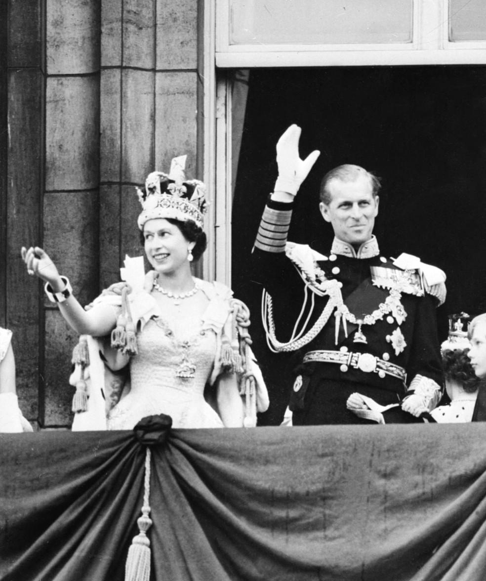 A rainha Elizabeth e o príncipe Philip em foto de 2 de junho de 1953 — Foto: Intercontinentale/AFP