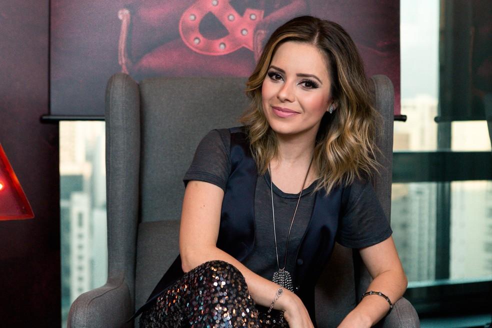 A cantora Sandy posa para fotos após entrevista em São Paulo — Foto: Marcelo Brandt / G1