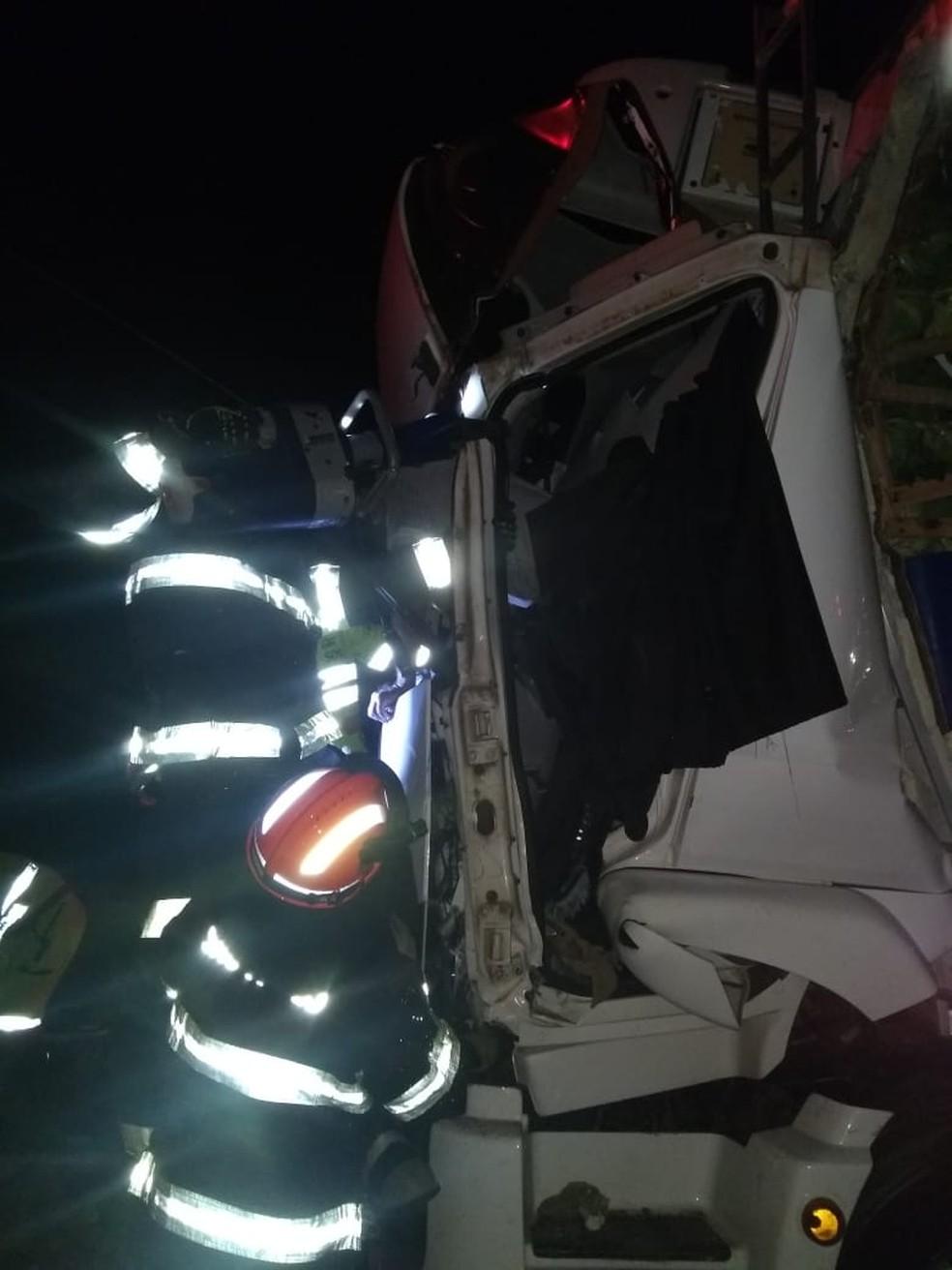 Acidente envolveu dois caminhões na rodovia Raposo Tavares em Assis, que precisou ficar interditada até o resgate — Foto: Arquivo pessoal