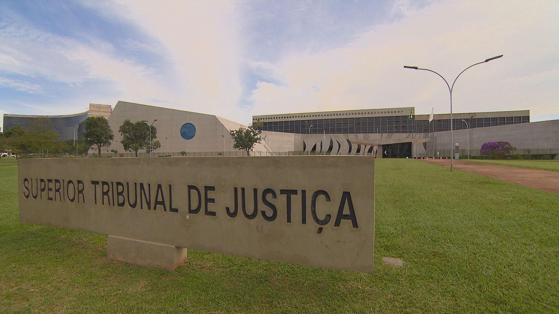 Defensoria entra com ação no STJ contra mandado coletivo de busca e apreensão em residencial de Fortaleza