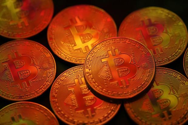 O bitcoin é a mais popular de mais de mil criptomoedas atualmente online (Foto: Dan Kitwood/Getty Images)