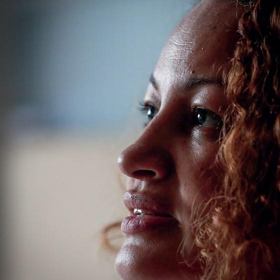 """Luciana Xavier disse acreditar não ter sido atingida sem querer. """"Eles miraram em mim"""" (Foto: Marcos Alves/Agência O Globo)"""