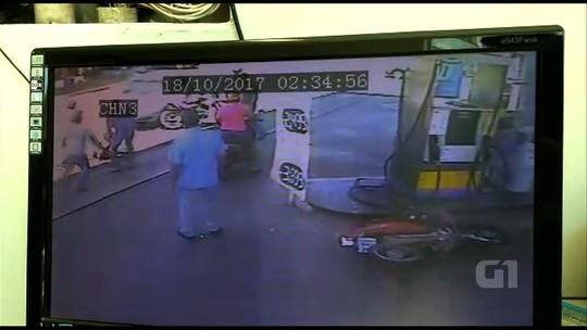 Motorista é presa suspeita de atropelar mulher para se vingar de agressão; vídeo