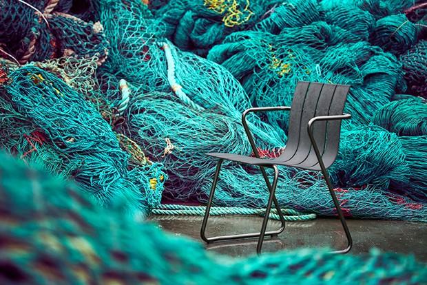 Marca lança móveis feitos de redes de pesca recicladas
