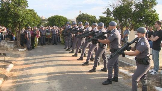 Com honras militares, PM morto após acidente com viatura é enterrado em Espírito Santo do Pinhal