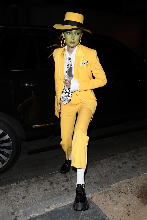 Beverly Hills, CA - Gigi Hadid arrives with some model friends at Kendall Jenner's Halloween party in Beverly Hills dressed as Jim Carrey's character in The Mask. Pictured: Gigi Hadid BACKGRID USA 31 OCTOBER 2019 BYLINE MUST READ: JACK / BACKGR (Foto: JACK / BACKGRID)