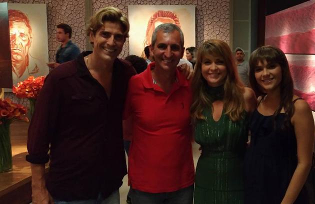 Reynaldo Gianecchini, Cláudia Abreu e Isabella Santoni com a equipe de 'A lei do amor'. Os atores mudaram o visual para a reta final da novela, que acaba sexta-feira (Foto: Reprodução)