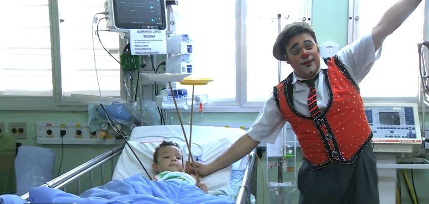 Membros de circo levam alegria a pacientes e funcionários de hospital em Piracicaba  - Notícias - Plantão Diário