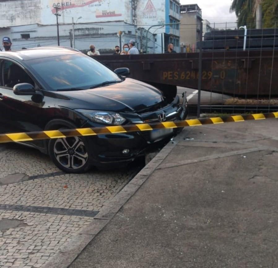Novo acidente entre trem e carro é registrado no Centro de Barra Mansa