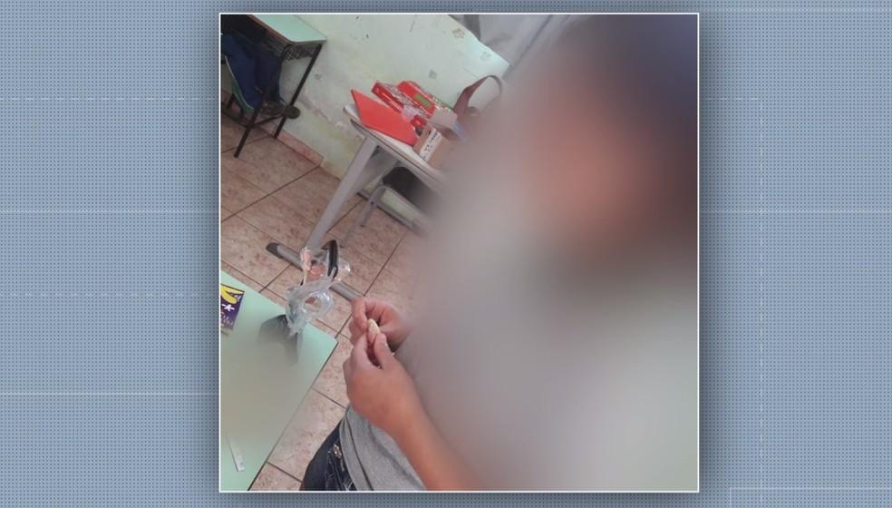 A professora Grasiela Passarin foi afastada após publicar em seu perfil nas redes sociais fotos de crianças em aula de educação sexual, em Cascavel — Foto: RPC/Reprodução