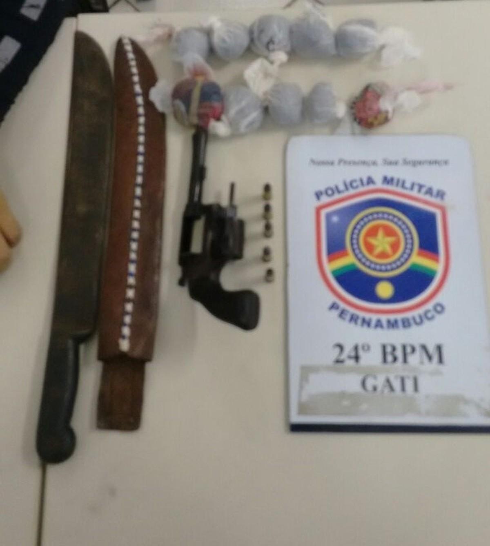 Dois homens são detidos por tráfico de droga e porte ilegal de arma