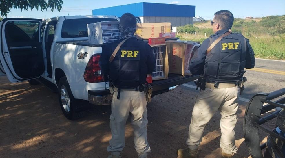 PRF apreende cigarros contrabandeados em Rafael Fernandes, no RN — Foto: Divulgação/PRF