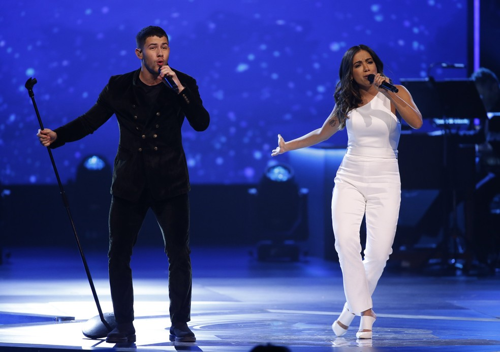 Anitta e Nick Jonas cantam juntos em homenagem a Alejandro Sanz (Foto: REUTERS/Mario Anzuoni)