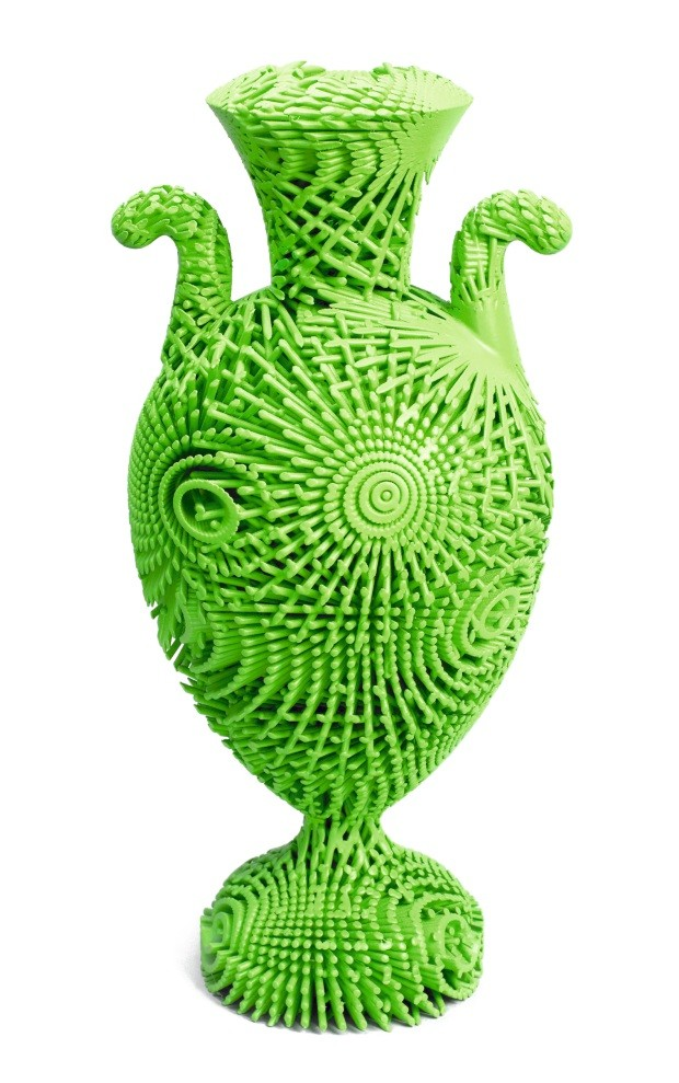 Tall Green Bloom Urn, 2012; Designed by Michael Eden (English, b. 1955); England; 3d-printed nylon; H x W: 41 x 18 cm (16 1/8 x 7 1/16 in.); Museum purchase through gift of Elizabeth and Lee Ainslie and from General Acquisitions Endowment Fund; 2013-53-1; (Foto: Ellen McDermott © Smithsonian Institution)