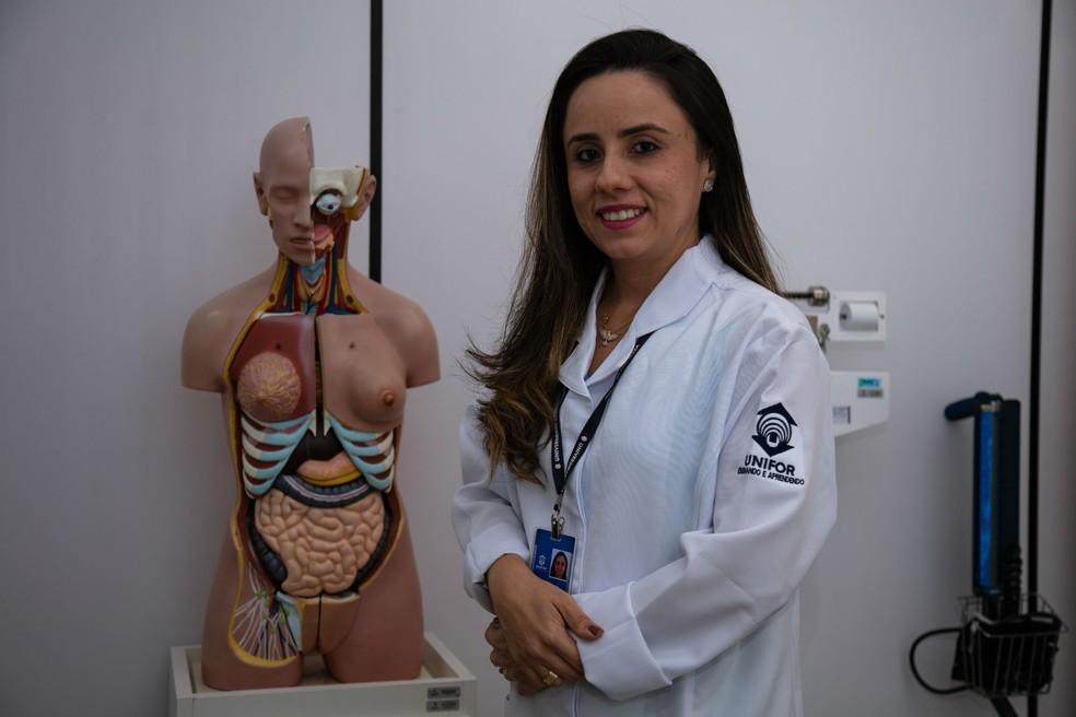 Professora Karoline Oliveira, coordenadora do curso de Enfermagem da Unifor.  — Foto: Diego William/Unifor