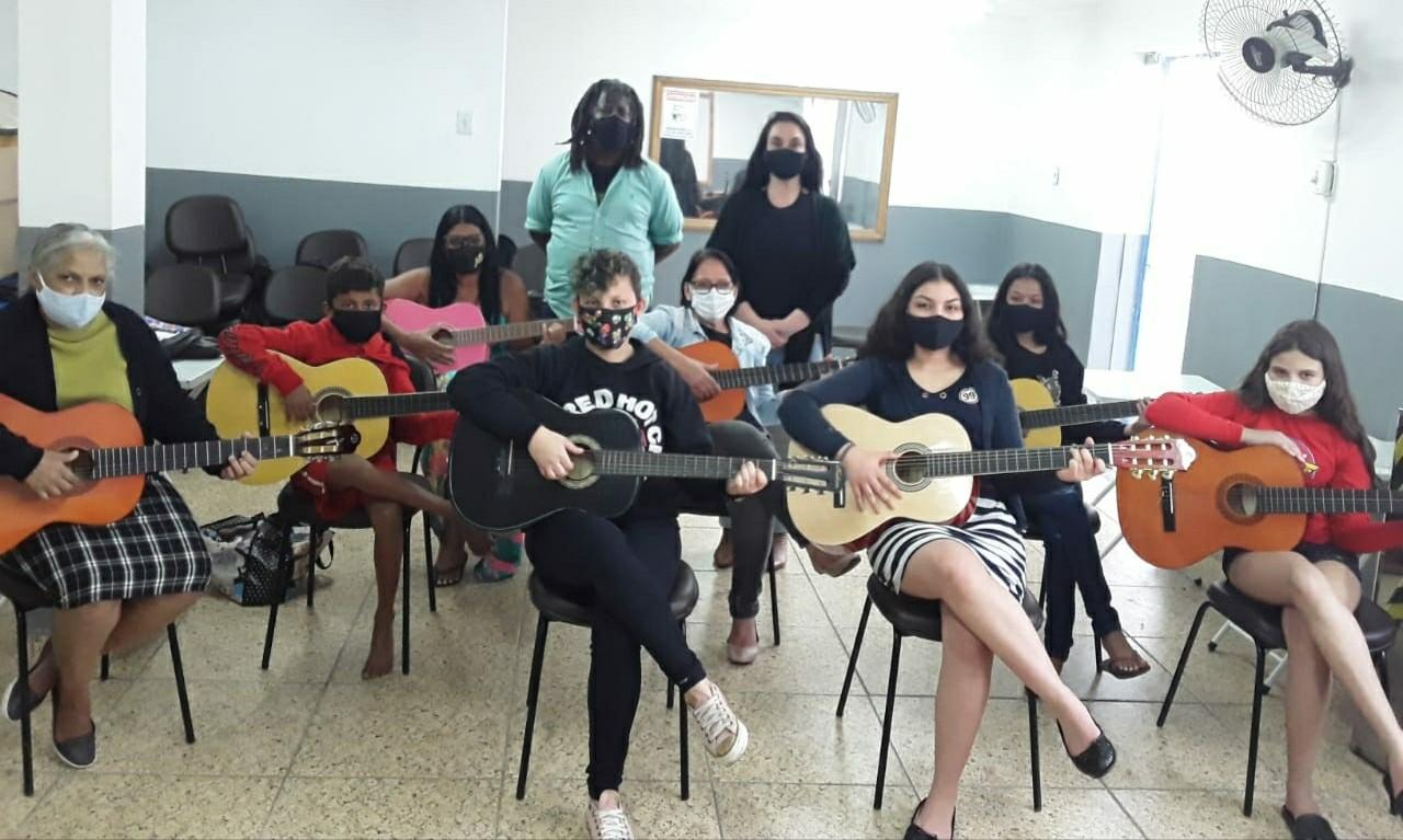 Saiba como se inscrever para aulas gratuitas de violão em Volta Redonda