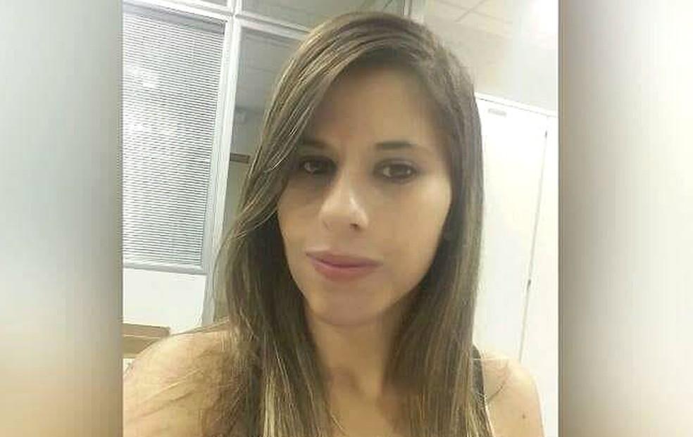 Janaína Romão Lucio, de 30 anos, foi morta a facadas pelo ex-marido em Santa Maria, no Distrito Federal (Foto: Arquivo pessoal)