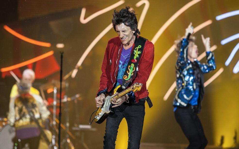 Ronnie Wood toca sua guitarra em apresentação dos Rolling Stones em São Paulo  (Foto: Marcelo Brandt / G1 )