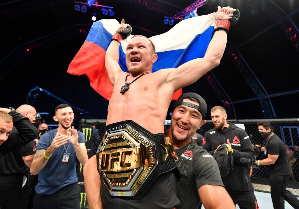 Petr Yan nocauteou José Aldo e conquistou o cinturão peso-galo no UFC 251 — Foto: Getty Images