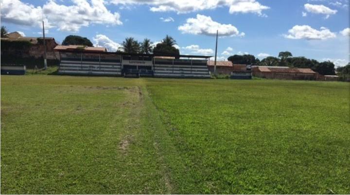 MPE abre investigação após prefeitura deixar servidor morar estádio de futebol com a família