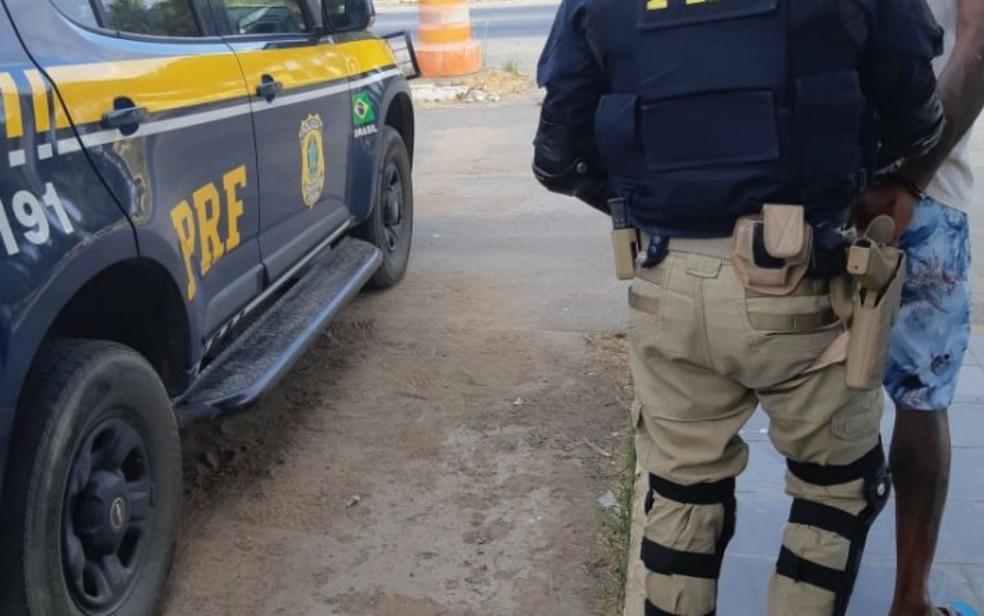Homem foi preso por suspeita de participar de estupro coletivo na cidade de Ribeira do Pombal — Foto: Divulgação/PRF-BA