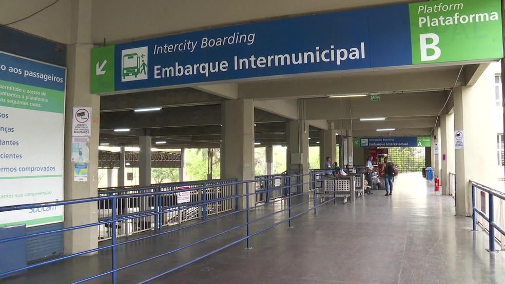 Terminal Integrado de Passageiros (TIP), na Zona Oeste do Recife, teve movimento fraco na segunda-feira (16); comerciantes atribuíram ao novo coronavírus — Foto: Reprodução/TV Globo