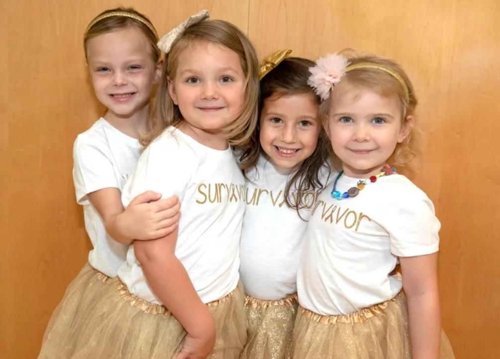 McKinley, Ava, Chloe e Lauren na foto de comemoração por terem sobrevivido ao câncer (Foto: Cortesia John Hopkins All Children's Hospital)