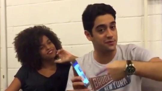 Jeniffer Nascimento revela que chorou quando Jorge Fernando a assistiu em peça de teatro