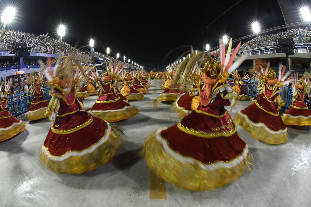 Ala das baianas da Unidos de Bangu — Foto: Alexandre Durão/G1