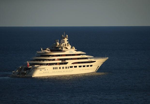Yacht Dilbar di proprietà del miliardario russo Alisher Usmanov (Foto: Clive Brunskill/Getty Images)