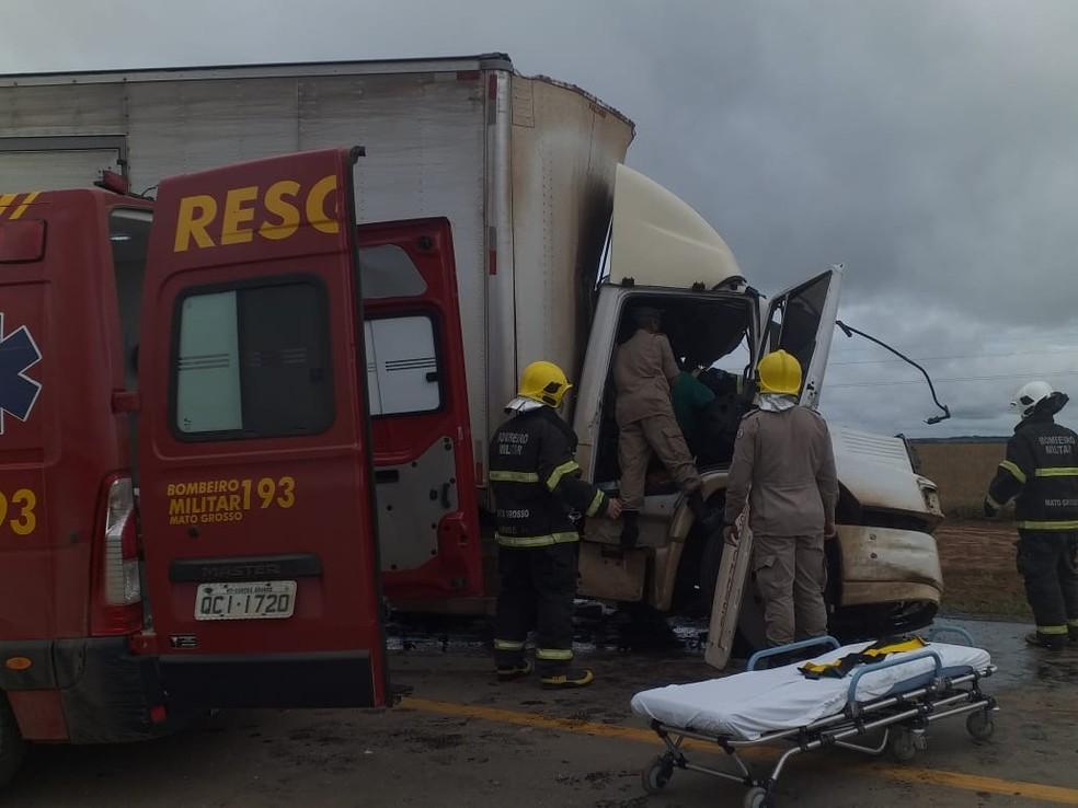 Motoristas foram socorridos e encaminhados ao hospital — Foto: Divulgação
