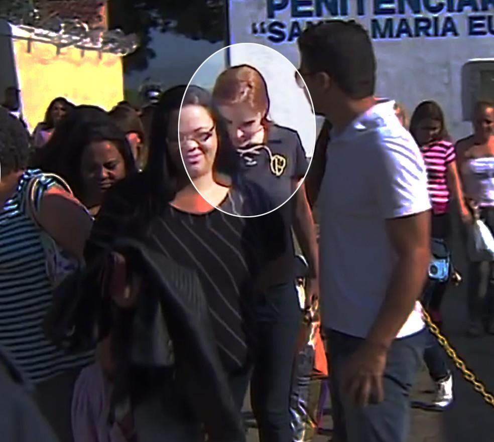 Jatoba e Suzane deixam prisão (Foto: Reprodução/TV Vanguarda)