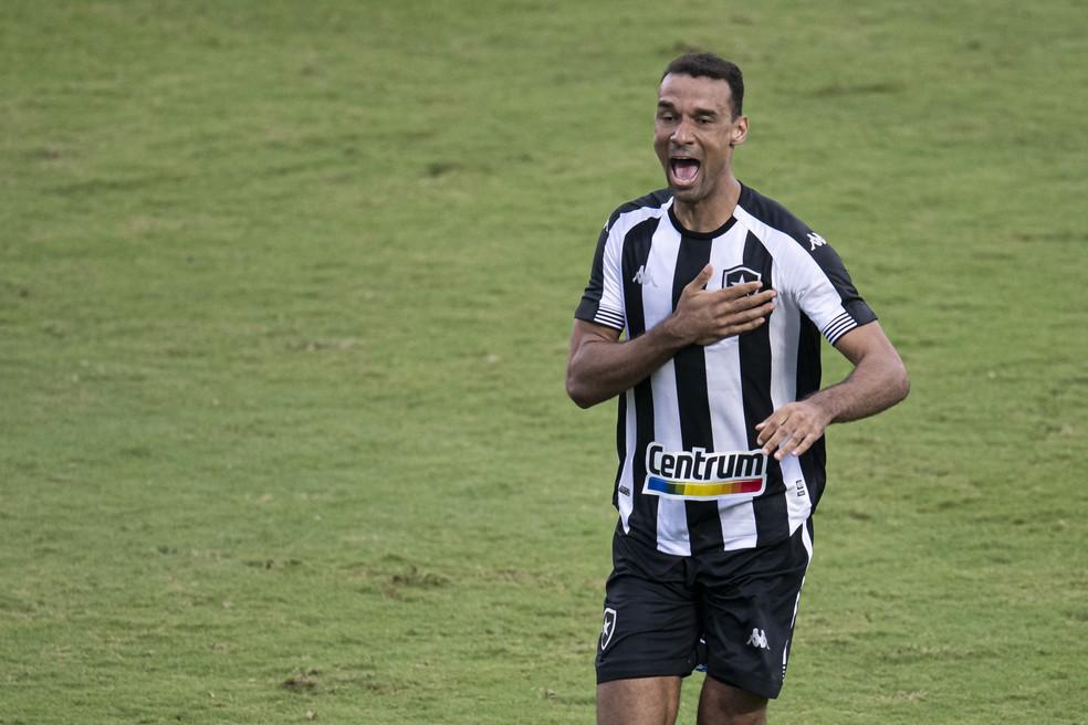 Gilvan comemora gol do Botafogo sobre o Vasco, na final da Taça Rio — Foto: Jorge Rodrigues/AGIF