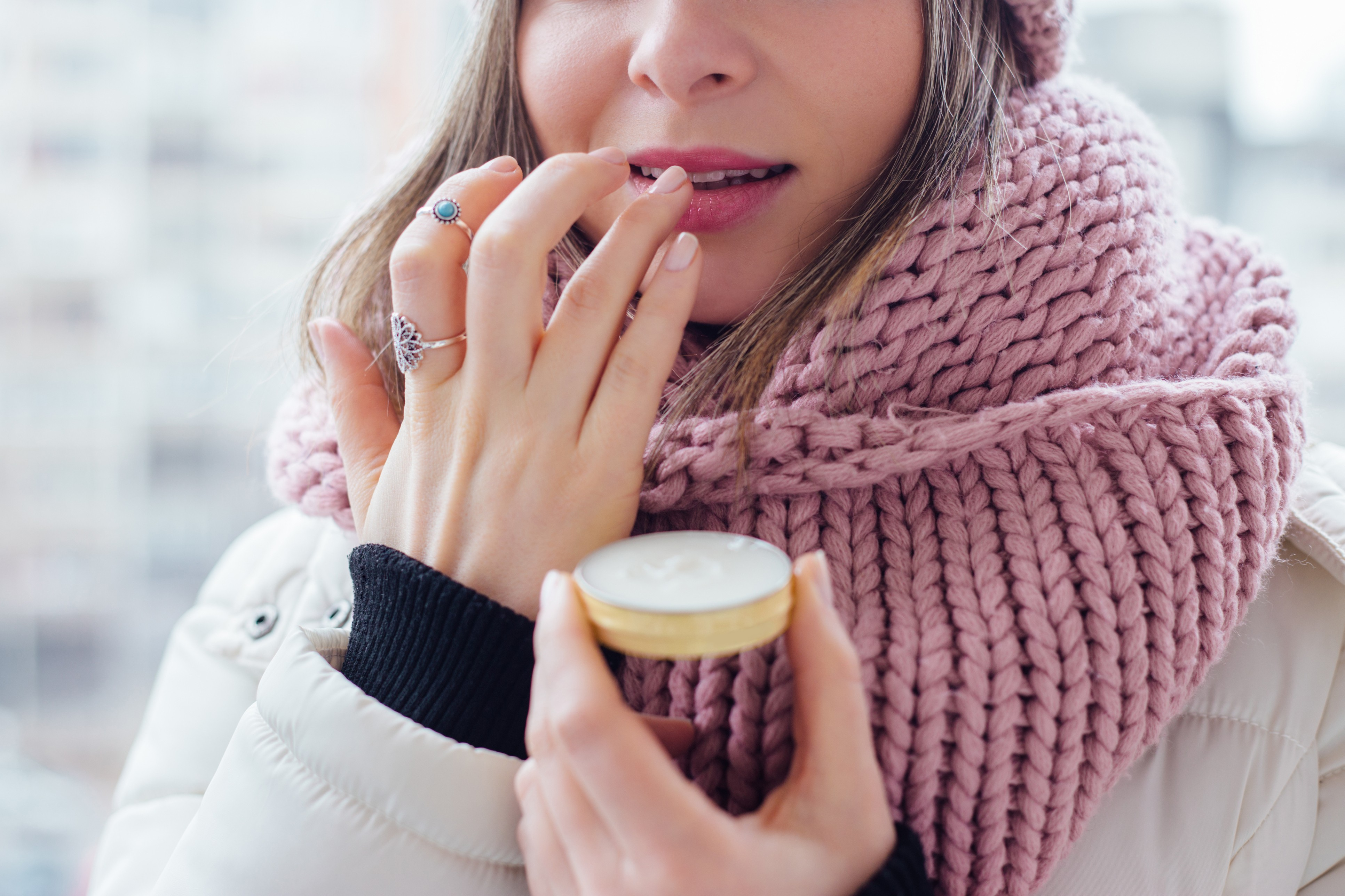 Produtos para os lábios devem ter manteiga hidratante, óleo, oxidante, vitamina E e colágeno (Foto: Thinkstock)