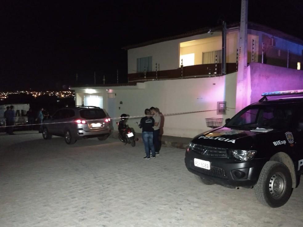 Homicídio foi registrado no final da tarde desta quinta (12) em Caruaru (Foto: Jailson Lima/TV Asa Branca)