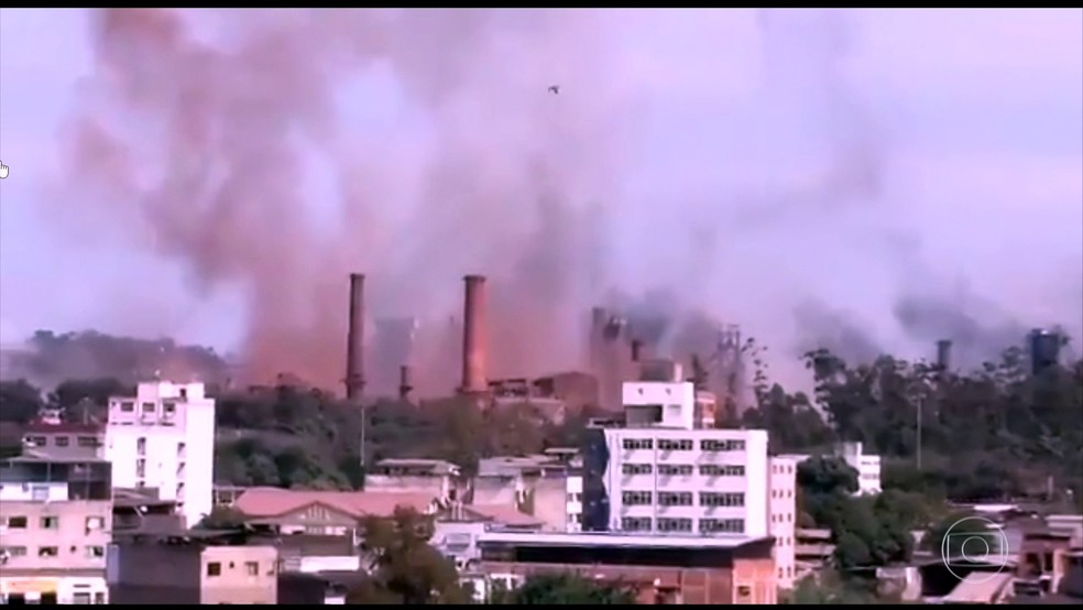 Explosão de gasômetro da Usiminas em Ipatinga (Foto: Reprodução/TV Globo)